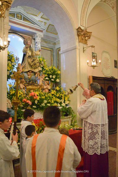 Incensazione della statua di San Cono