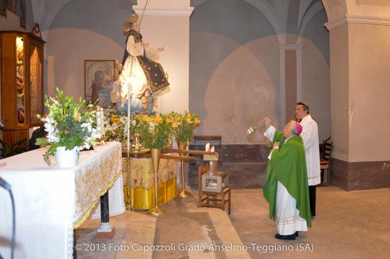 Il Vescovo emerito benedice