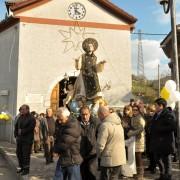 san-cono-davanti-la-chiesa-di-piedimonte