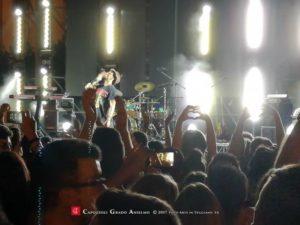 Fabrizio Moro in concerto a Teggiano manda un bacio a San Cono